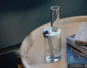 Clean a glass bong